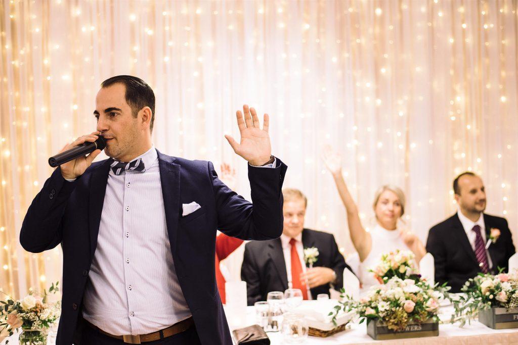 ceremóniamester-budapest-esküvő-óbudai-rendezvényház-kezek