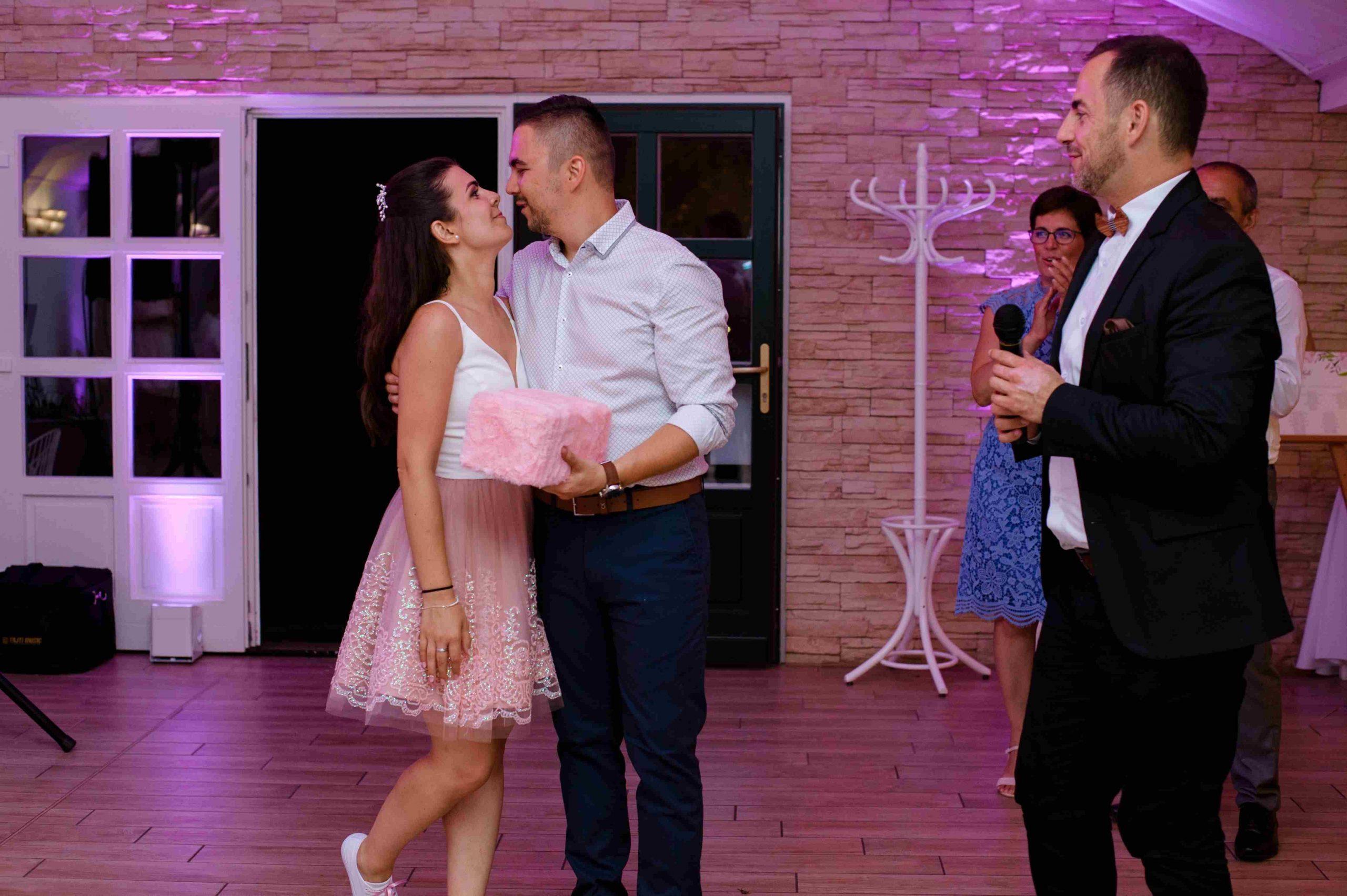 Esküvő Nyírtasson a Magyar talléros Pálinkás rendezvényházban. Ceremóniamester Ceró Barna László