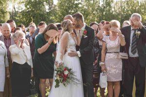 Csók. Esküvő a Hercegasszony birtokon, Mezőtúron. Ceremóniamester, Ceró Barna László