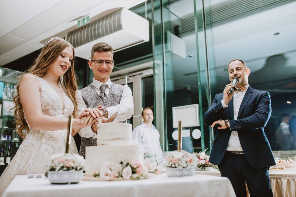 Szertartás és esküvő a Pannonhalmi apátságban és a Viator Étteremben. Ceremóniamester, Ceró Barna László